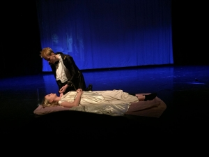 Romeo luulee Juliaa kuolleeksi (valokuva Reetta Gustafsson)