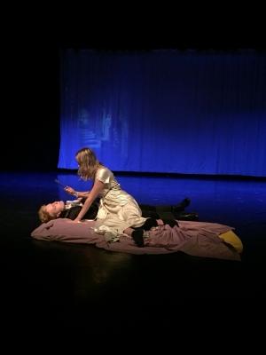 Julia ja kuollut Romeo (valokuva Reetta Gustafsson)